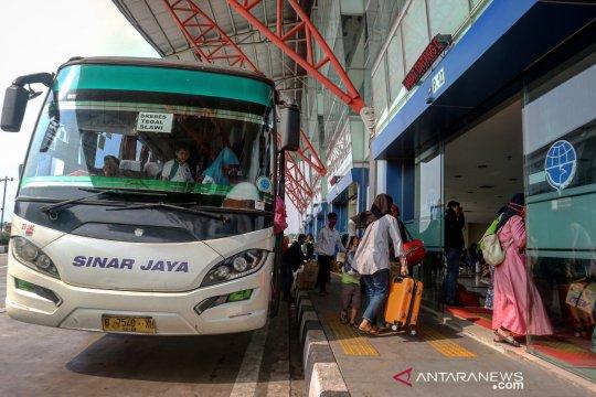 Kedatangan pemudik di Terminal Pulo Gebang melonjak hingga 400 persen