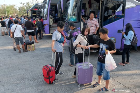 1.899 penumpang tiba di terminal Mengwi Badung hari ini