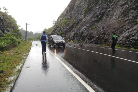 Longsor terjadi di lintas nasional Gle Pulot Aceh Besar