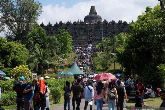 Pengunjung Borobudur pada masa ramai libur Lebaran 2019 susut