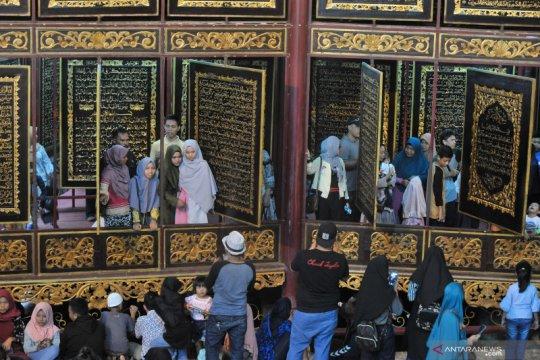 Wisata religi Al Quran Raksasa di Palembang kembali dibuka