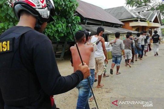 Pascabentrok, 81 warga Desa Sampuabalo diperiksa di Polda Sultra