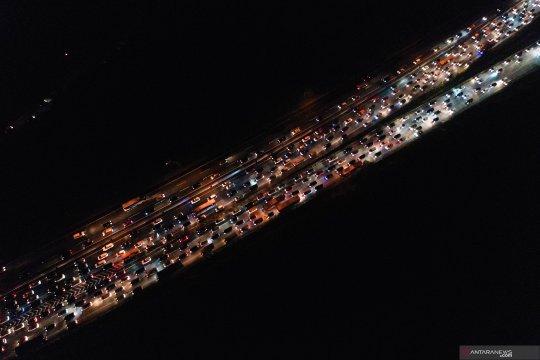 Dua kecelakaan terjadi pada puncak arus balik di Tol Jakarta-Cikampek