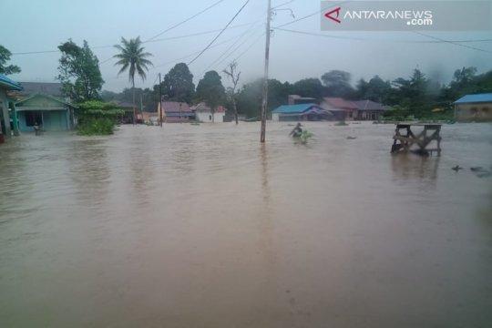 Kotabaru dikepung banjir akibat hujan deras