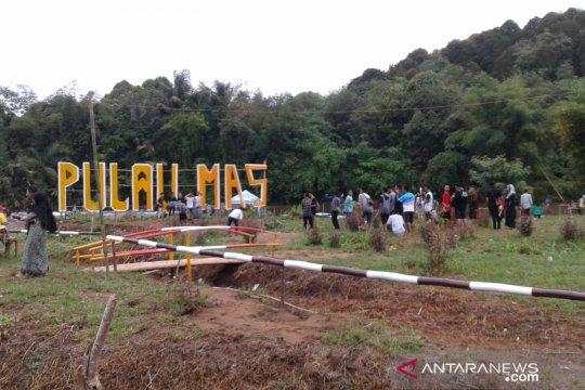 Pulau emas Kalsel ramai pengunjung