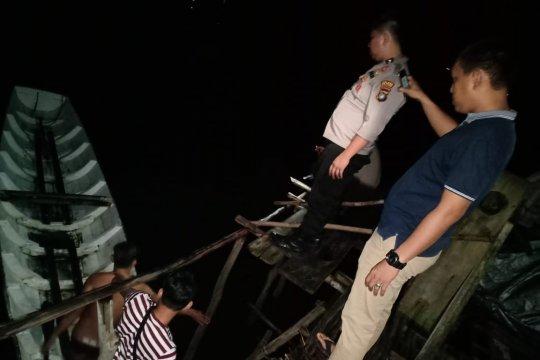 Perahu angkut wisatawan Pulau Lengkuas Belitung terbalik, satu tewas