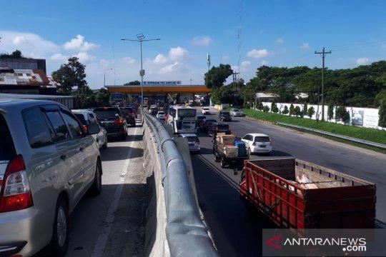 Puncak arus balik, gerbang tol Medan-Kualanamu-Tebing Tinggi macet