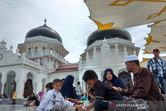 Wisatawan domestik padati Masjid Raya Baiturrahman Aceh