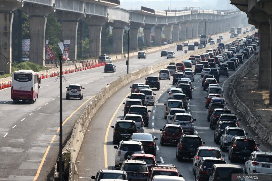 "Petugas siapkan ""contraflow"" di Tol Jakarta-Cikampek"