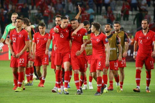 Turki protes perlakuan buruk terhadap pemainnya di bandara Islandia