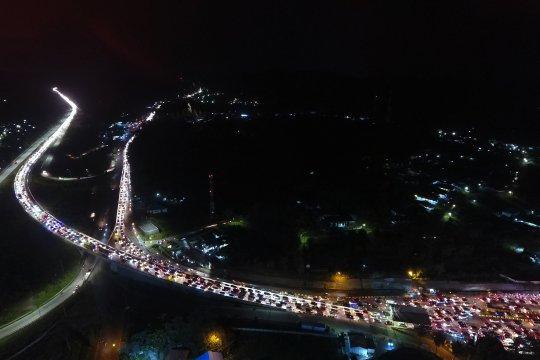 Kemacetan panjang kendaraan pemudik menuju Pelabuhan Bakauheni