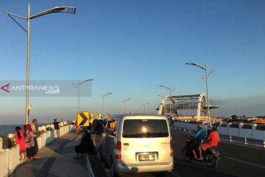 Jembatan Suroboyo jadi lokasi swafoto saat libur Lebaran