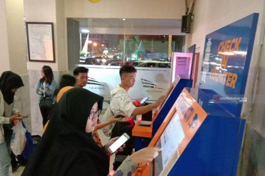 Penumpang terus padati Stasiun Tanjungkarang