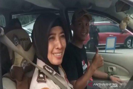 Pemudik apresiasi pelayanan dan pengamanan Polres Batang Semarang