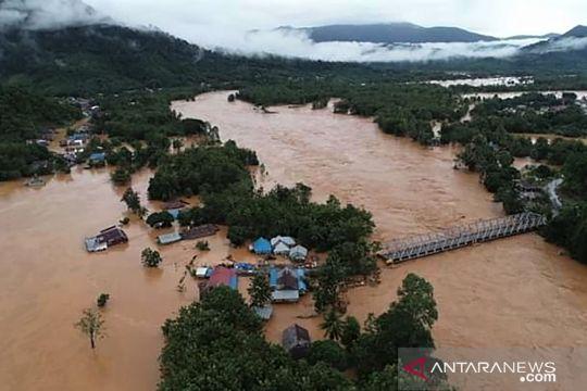 Banjir Bandang sehingga jalan Trans Sulawesi terputus