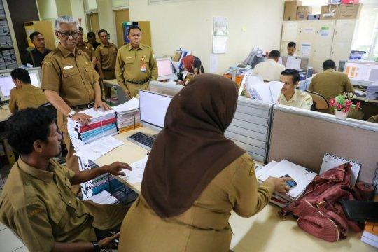Sekda Aceh daftar hadir pegawai