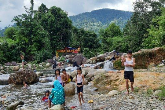 Obyek wisata perbatasan masih ramai dikunjugi wisatawan