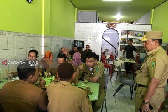 Puluhan pegawai terjaring razia Wagub Riau di warung kopi