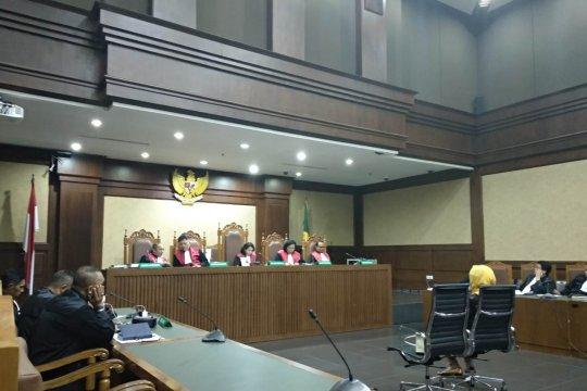 Satu anggota majelis hakim menyatakan Karen Agustiawan tak bersalah