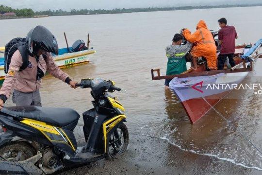 Nelayan Bahodopi menuai rezeki dari taksi laut pascabanjir
