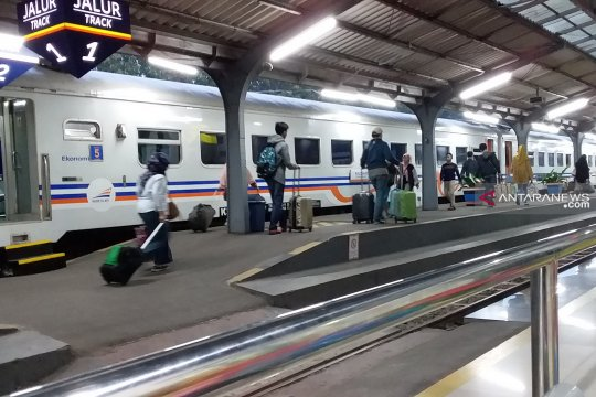 Jumlah penumpang arus balik Lebaran di Stasiun Jember masih tinggi