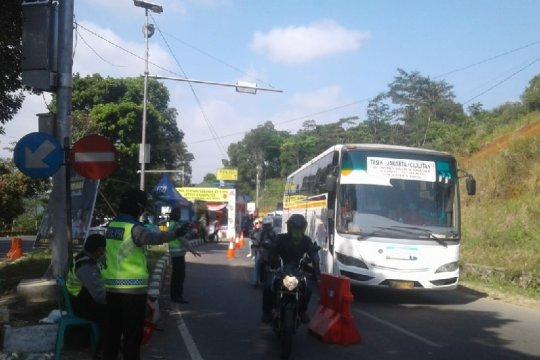 Arus lalu lintas di jalur Tasikmalaya masih ramai