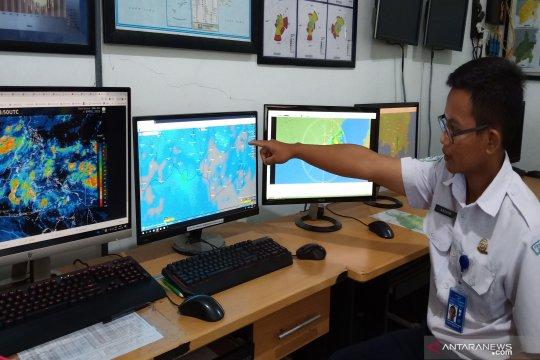 BMKG peringatkan cuaca ekstrem di tiga daerah di Kalsel