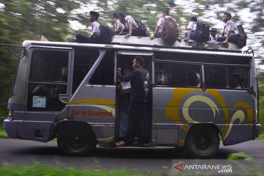 Organda DKI berkoordinasi dengan polisi hindari remaja naik atap bus