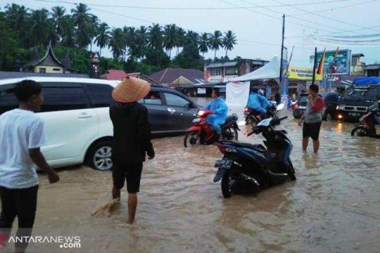 Banjir dan longsor terjang Padang Pariaman timbulkan korban jiwa