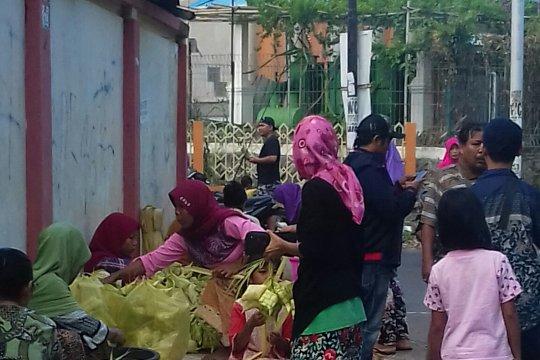 "Pedagang janur jadi incaran warga Mataram sambut  ""Lebaran Topat"""
