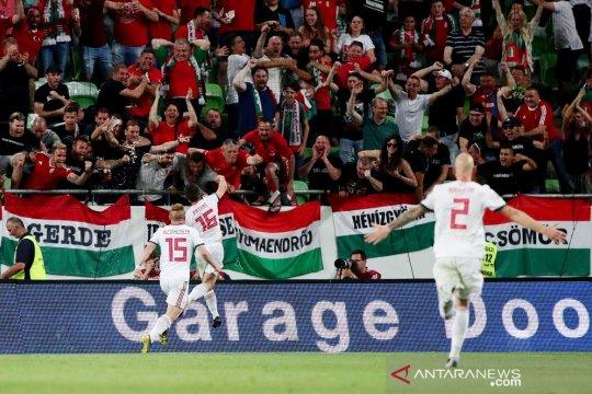 Hongaria kuasai Grup E usai tundukkan Wales