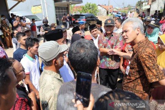Gubernur Jawa Tengah periksa jalan rusak di Pekalongan