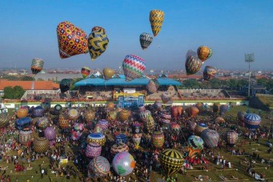 Suasana Festival Balon Udara Tradisional Di Pekalongan Page 1 Small