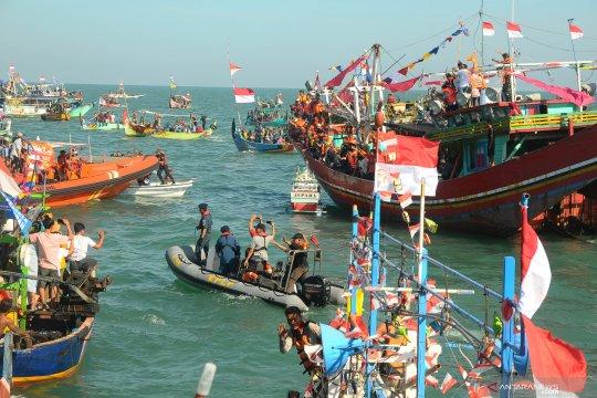 Pesta Lomban di Pantai Kartini Jepara