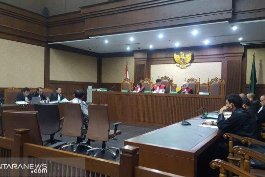Dua pengusaha didakwa suap direktur Krakatau Steel Rp157 juta
