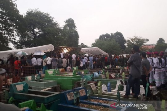 Upacara militer warnai pemakaman mantan KSAD di Makassar