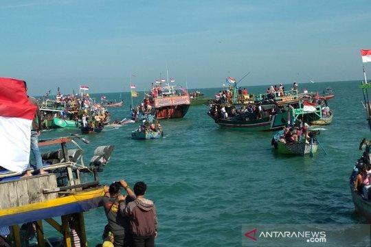 Ratusan kapal iringi tradisi lomban kupatan di Jepara