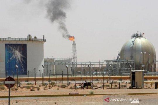 Harga minyak naik tipis terganjal kelebihan pasokan