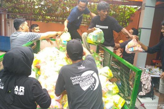 Relawan terus distribusikan kebutuhan pokok korban banjir Samarinda