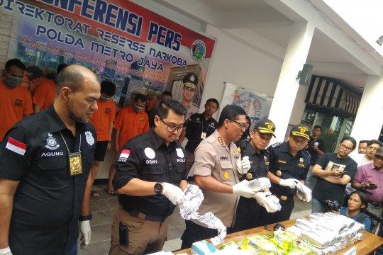 Dua WN Malaysia dibekuk selundupkan sabu dalam mesin pembuat es