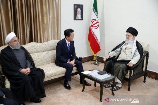 Pemimpin Iran katakan pada Abe tidak ada gunanya menjawab pesan Trump