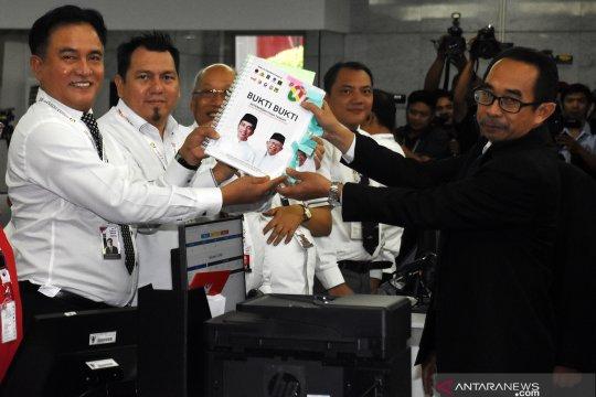 Kuasa hukum Jokowi-Ma'ruf serahkan keterangan ke MK