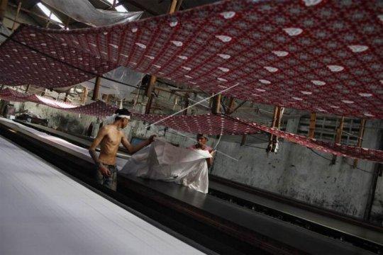 Produksi batik seragam sekolah Page 1 Small