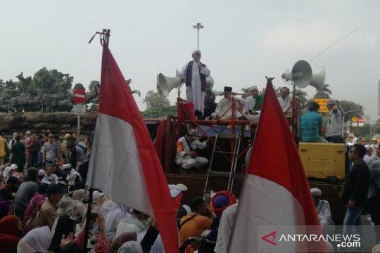 Massa aksi bubarkan diri usai doa