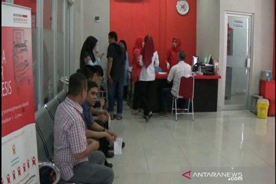 Peringati donor darah sedunia, ratusan warga Medan donor darah
