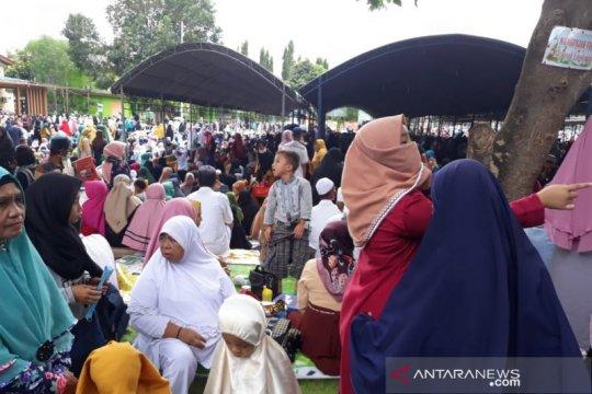 Ribuan warga muslim hadiri haul Guru Tua di Palu