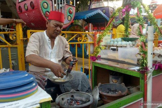 Pasang surut penjualan kerak telor di PRJ