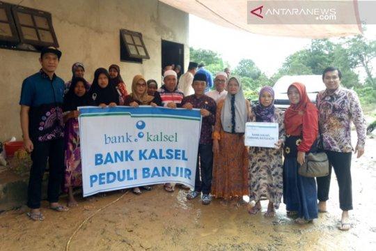 Bank Kalsel bantu korban bajir Tanah Bumbu