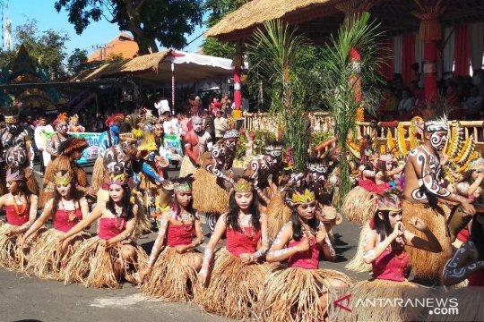 "Tarian ""Isosolo"" dari Papua pukau penonton Pesta Kesenian Bali"