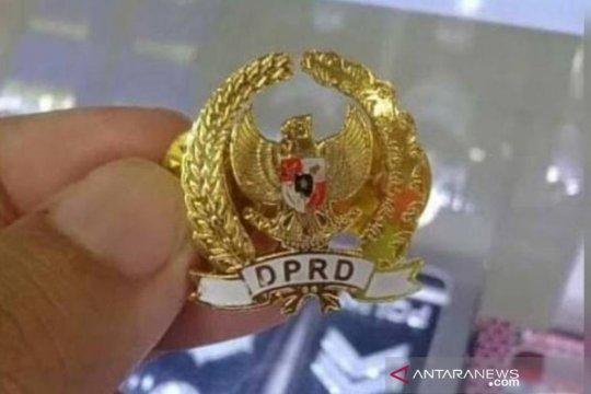 Sekretariat DPRD Makassar Anggarkan Rp625 Juta Untuk Pin Emas